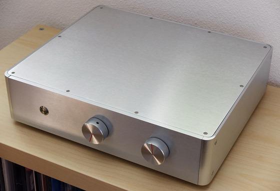 Audio Creative 3886 integrated versterker voorkant schuin (2)