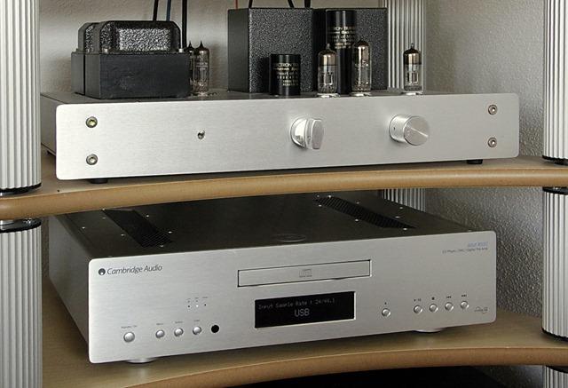 Cambridge Audio Azur 851C in audiorek (2)