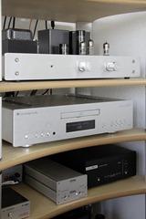 Cambridge Audio Azur 851C in audiorek(3)