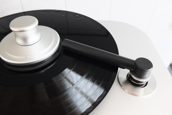 Consonance Record Cleaning Machine zuigarm op plaat