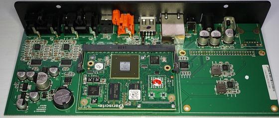 Elac Discovery   audiostreamer binnenkant